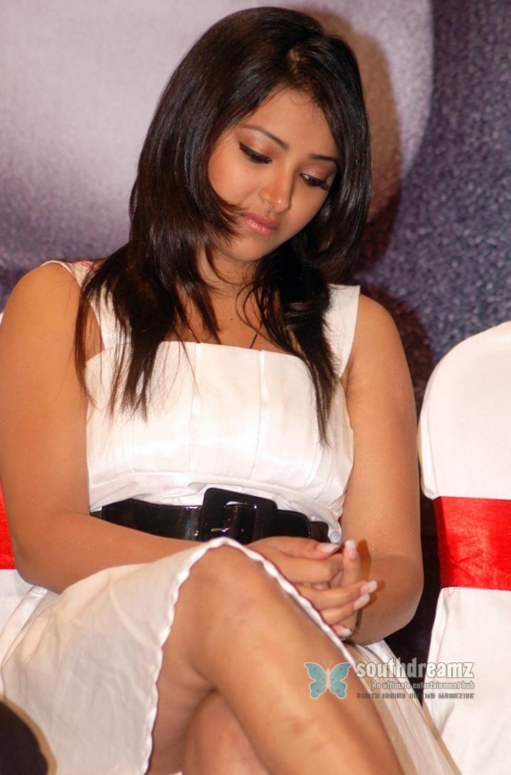 Actress swetha basu prasad stills 15