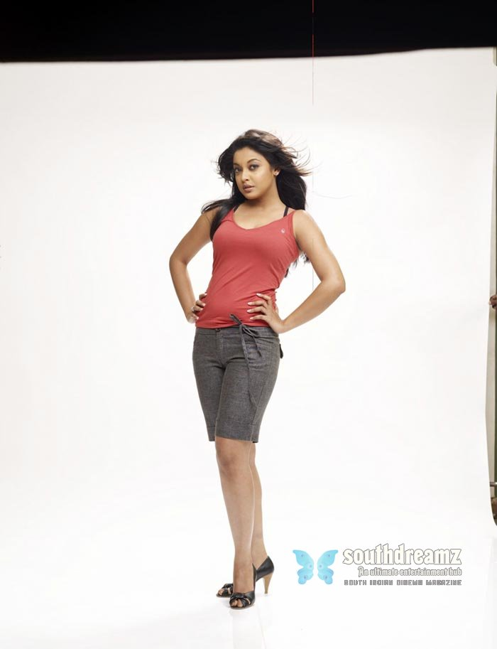 Tamil actress tanushree dutta hot stills 16