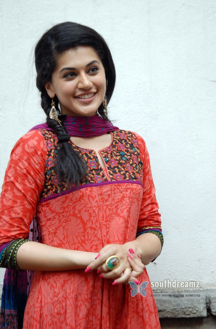 Photo shoot of taapsee royal filmy look with authentic touch 100