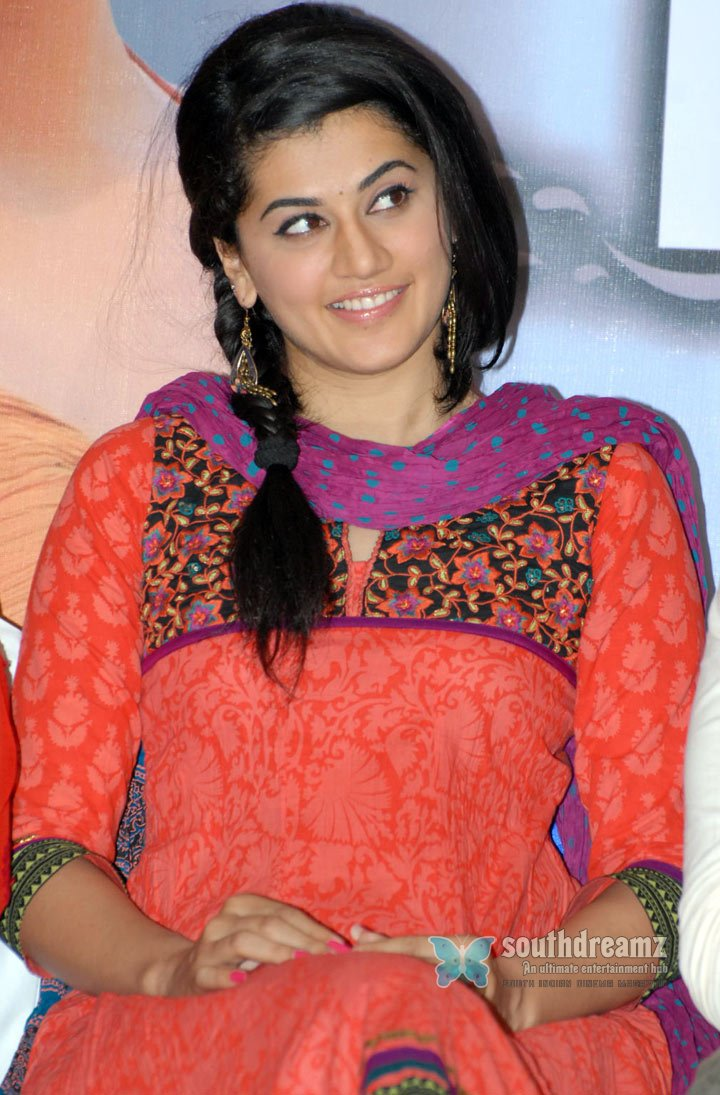 Photo shoot of taapsee royal filmy look with authentic touch 47