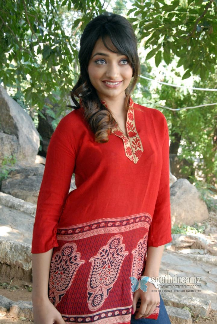 Actress ziya stunningly beautiful photos 36