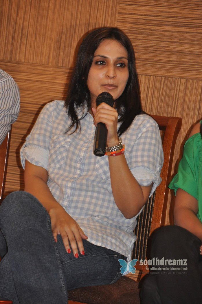 Tamil movie 3 launch stills 30