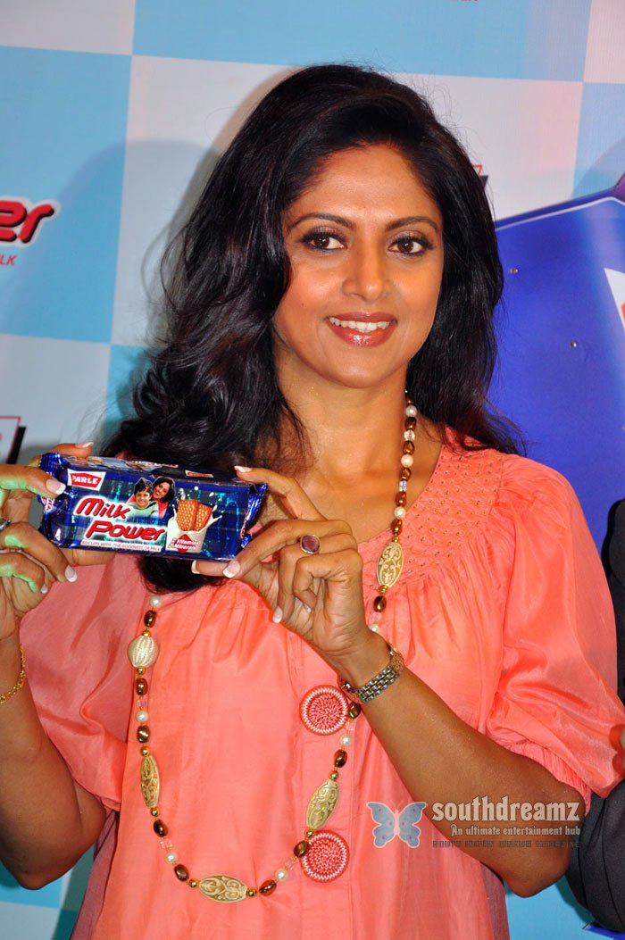 Tamil actress nadhiya at parle milk power stills 19