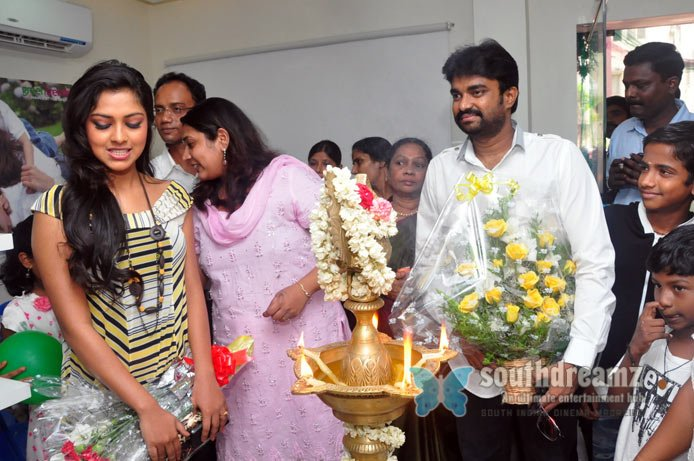 Kerala beauty amala paul inaugurates franchise green trends salon stills 13