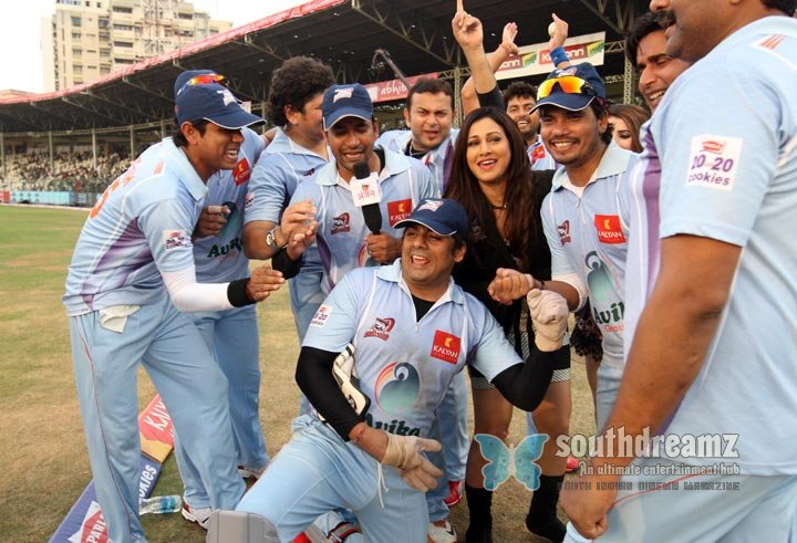 Stars at ccl3 bojpuri dabanggs vs kerala strikers match photos 1