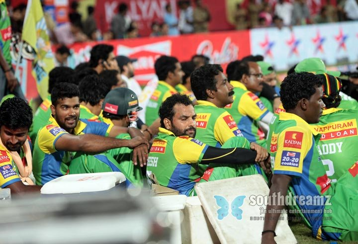Stars at ccl3 kerala strikers vs mumbai heroes photos 27