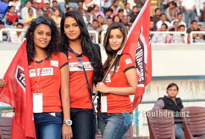 Stars at ccl3 telugu warriors vs karnataka bulldozers match photos 5
