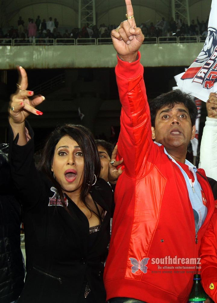 Stars at ccl3 veer marathi vs bhojpuri dabanggs match photos 21