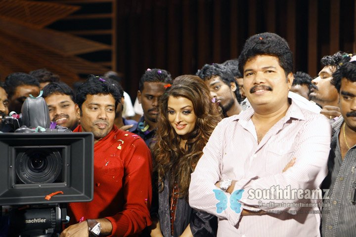 Rajinikanth aishwarya and shankar stills 11