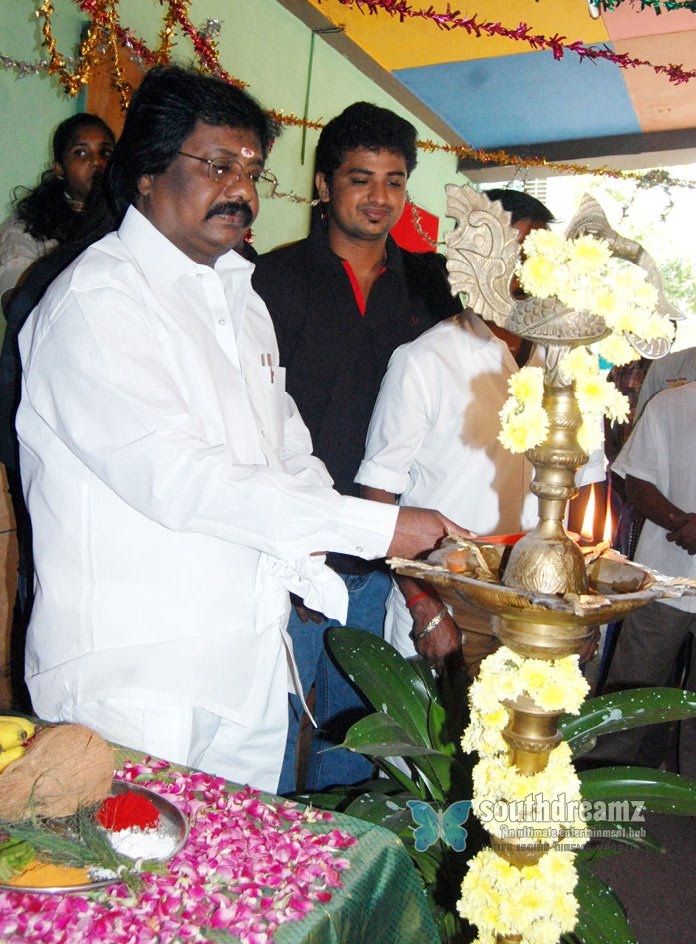 Exclusive nee vara vendum movie pooja stills 85