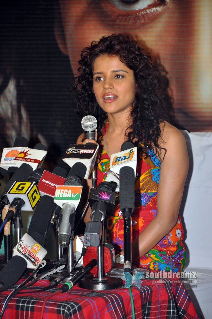 Indian model actress pia bajpai ko movie pressmeet stills 40